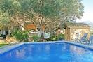 erfrischender Pool im liebevoll angelegten Garten