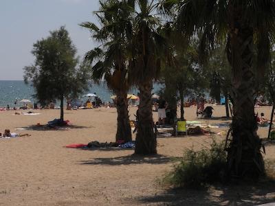 Apartamento de vacaciones, con piscina, en la playa cerca del puerto deportivo
