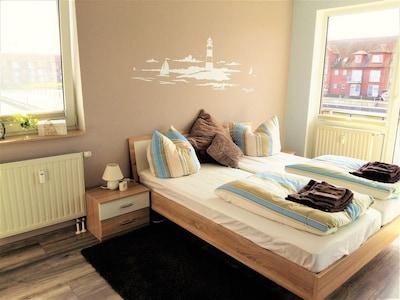 Schlazimmer mit Rundumblick auf den Hafen
