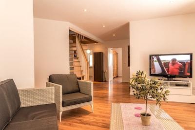 über eine Treppe gelangt man in die Galerie hier befinden sich  2 Einzelbetten