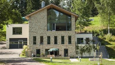 Das Waisenberghaus mit der Ferienwohnung im Erdgeschoss