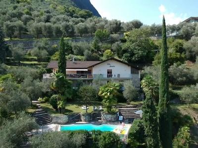 Grande casa indipendente indipendente con vista sul Lago di Garda