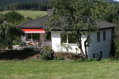 Landhaus AnnaLisa liegt 100m vom See und 30m bis zum Schwimmbad mit Sauna