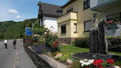 Eine traumhafte Unterkunft mit direktem Rheinblick