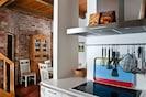 Blick von der Küche ins Essbereich - Tisch für bis zu 8 Personen erweiterbar
