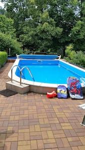 unser schöner Pool im Garten