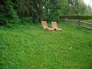 Eine Liegewiese zum Entspannen - mit diesen tollen Liegestühlen