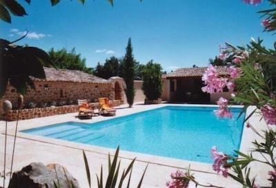 Pool 6x11 m mit Poolhaus