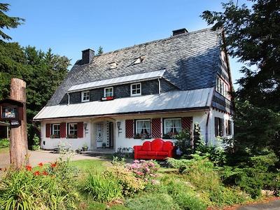 Ferienhaus für 12 -16 Personen, 5 Bäder, Garten, Sauna im UG