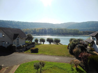 Ausblick von der Loggia auf den Rhein
