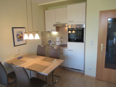 Küche / Essbereich mit 4 Stühlen
