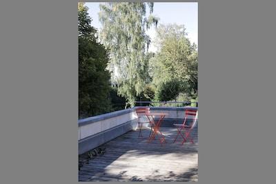 Terrasse mit Holzdeck