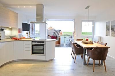 Wohnküche mit Leseecke und Balkon