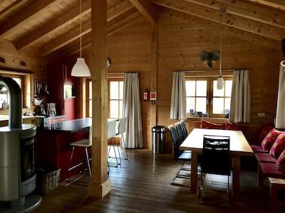 Haus Boris Küche und Esstisch