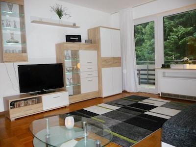 Wohnzimmer, Wohnwand und TV