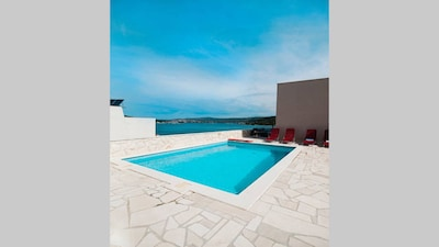 """""""Perfect runaway""""in a quiet bay with sea view and pool relaxing area-app 1 for 6"""