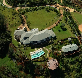 The 3 acre property is very private and is ideal for retreats, family reunions, weddings and luxurious vacations. Situated on the edge of a bluff, the views are dramatically beautiful.
