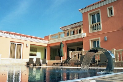 Casa-4 habitaciones,piscina temperada,cinema,gimnasio,sauna,cancha de squash