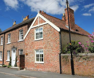 Mad Hatter's Cottage,Ripon,North Yorkshire, Yorkshire Dales, family friendly