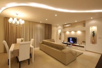 Elegant, Superior & Spacious 2 Bedroom corner apartment with communal pool