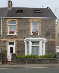 Lovely 5 bed property within walking distance of the sea and blue flag beach