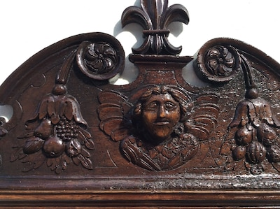 17thC cartouche over the front door, a feature of several local old houses