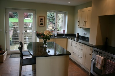 3 Bedroom House, Sleeps 5, Beautiful Views Over Pretty Market Town Of Ashbourne