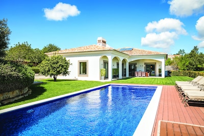 Luxury Villa with Private Pool, Cinema & Games Room. Near to Beaches & Golf.