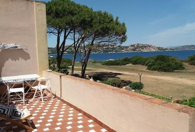 thenterrace La terrazza La terrasse vers Spargi