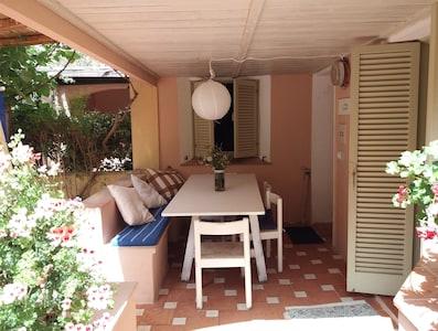 The patio, entering ou house Le patio a l'entrace de la maison