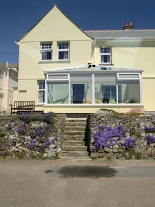 Perfect south facing cottage overlooking Mevagissey Harbour and across the bay.