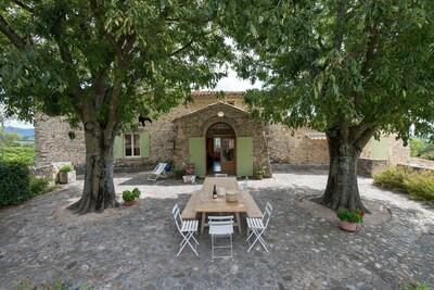 Freistehendes altes Bauernhaus, Weinberge, Schwimmbad und bemerkenswerte Aussicht