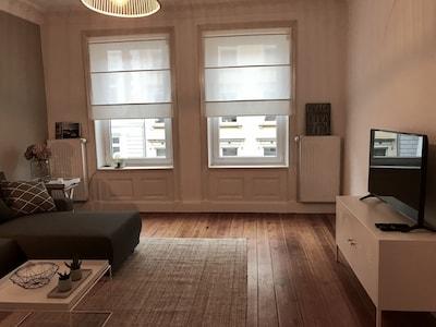 Großes Wohnzimmer mit Blick auf den Hansaplatz