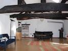Ruime woonkamer op eerste verdieping