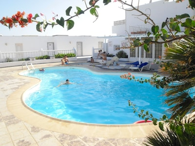 Only 2 minutes from the great beach - 2 bedroom 2 bath balcony pool