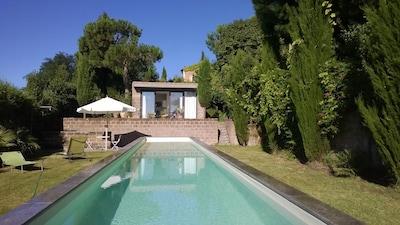 Pool mit Badehaus