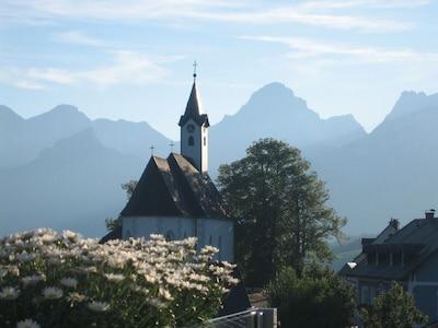 Blick auf das Bergdorf