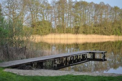 100 Schritte vom Haus zum See mit Badesteg /Dorfbadestelle Foto: Andrea Ribbers