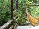 Chaise-hamac sur la terrasse du Gran-Kaz'