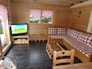 Le salon avec la télé 107 cm et internet.