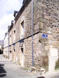 La maison dans sa  rue piétonne