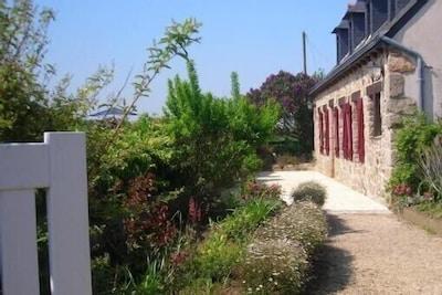 facade maison vue  du portail