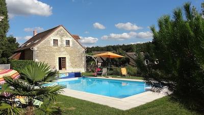 Le gîte et l'espace piscine
