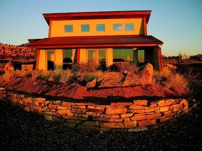 Sunrise La Luz Desert Retreat
