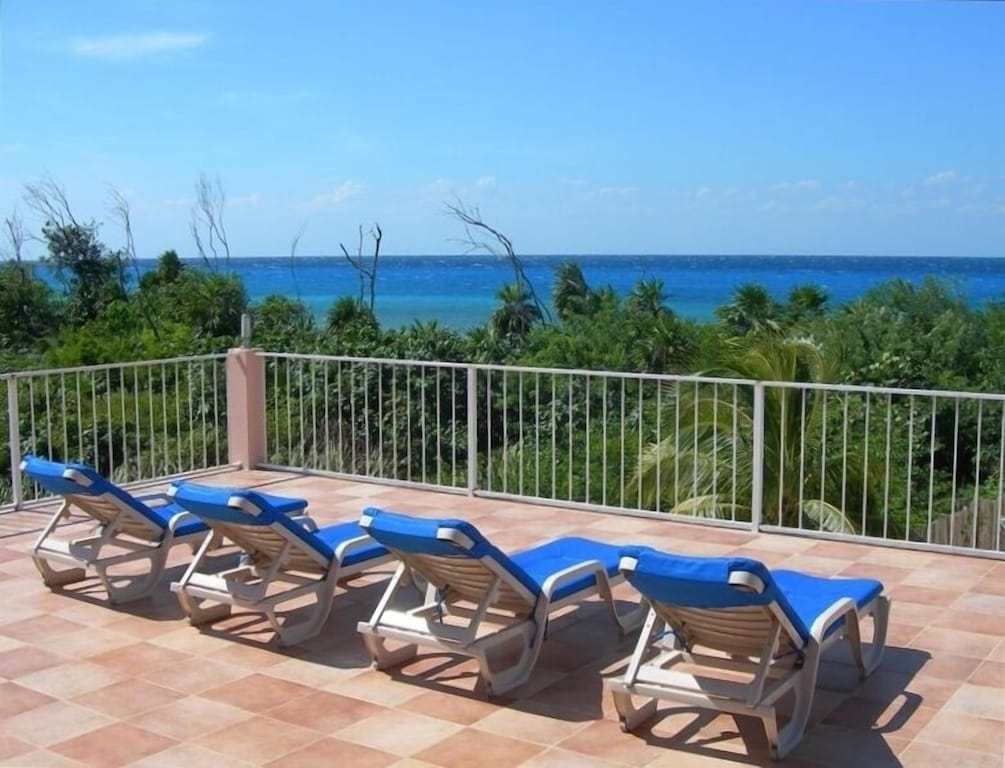 Huge and very private terrace with spectacular ocean views!