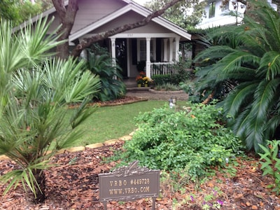 This cute, well kept  Floridia cottage is the perfect place for small family fun