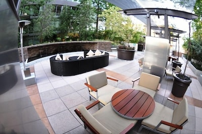 Relaxation on 4th floor deck area.