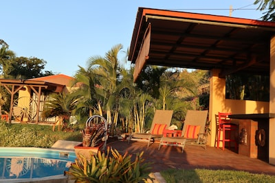 Cottage, Private pool and pool bar