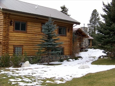800 sq. ft. Master Suite with 1500 sq. ft. deck overlooking the river
