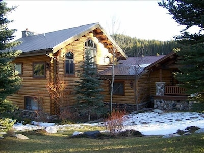 Elk Crossing - Your skiing and fishing retreat